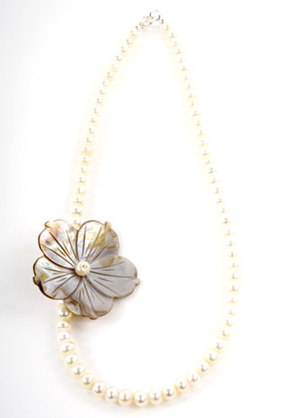 Pearl Rivershell Flower Necklace