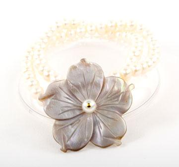 White Pearl Rivershell Flower Bracelet